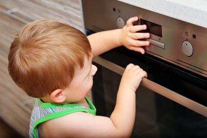 Häufige Unfallgefahren für Babys und Kleinkinder im Haushalt