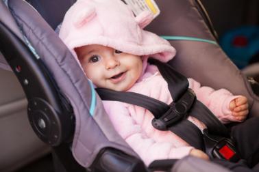Sicher mit dem Baby im Auto